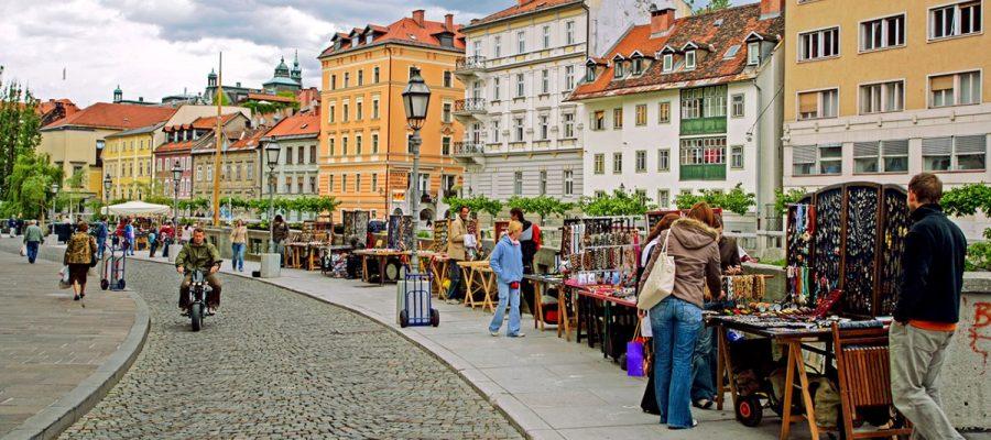 2-slide-slovenia-ljubljana-sidewalk-street-vendors-pano